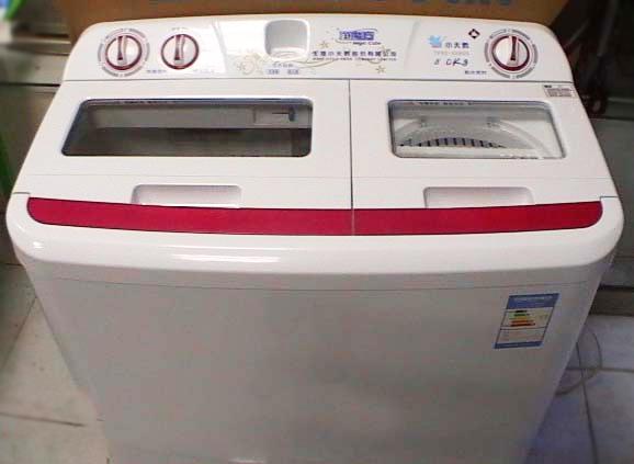 低价出售九成新小天鹅双桶洗衣机一台(8kg)