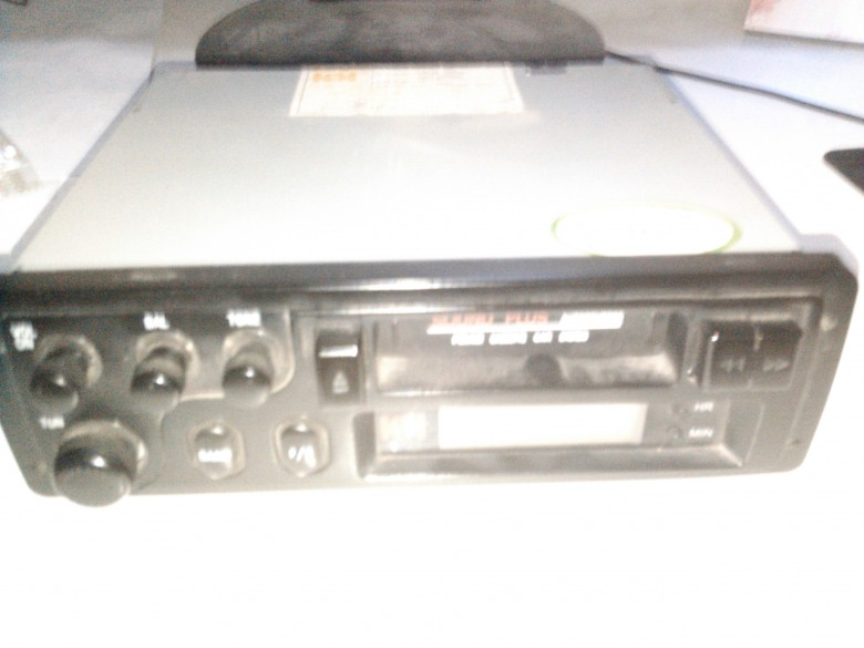 出售一个车载收音机 哈飞路宝航盛hs-t1991