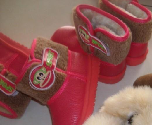 儿童雪地鞋-.电话8293620 内长16.5的 最大的号 我家宝2岁8个月 脚丫略小