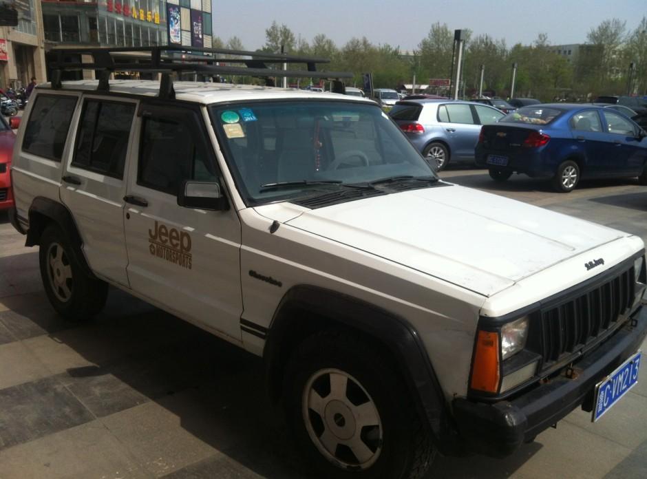 白色北京jeep213 带100气罐高清图片