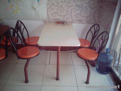 优惠转让4人连体快餐桌椅
