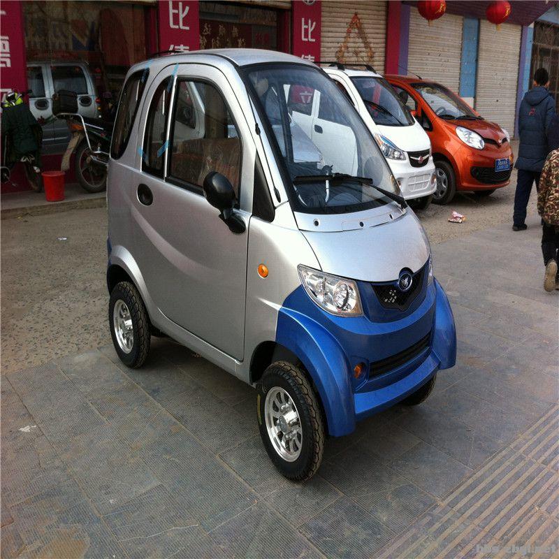 99新的电动四轮小汽车高清图片