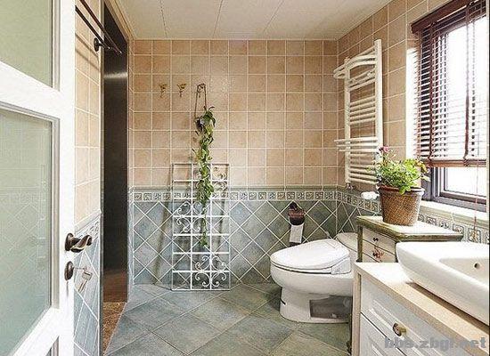 卫生间地板瓷砖的选择:地板最好采用凸起花纹的防滑