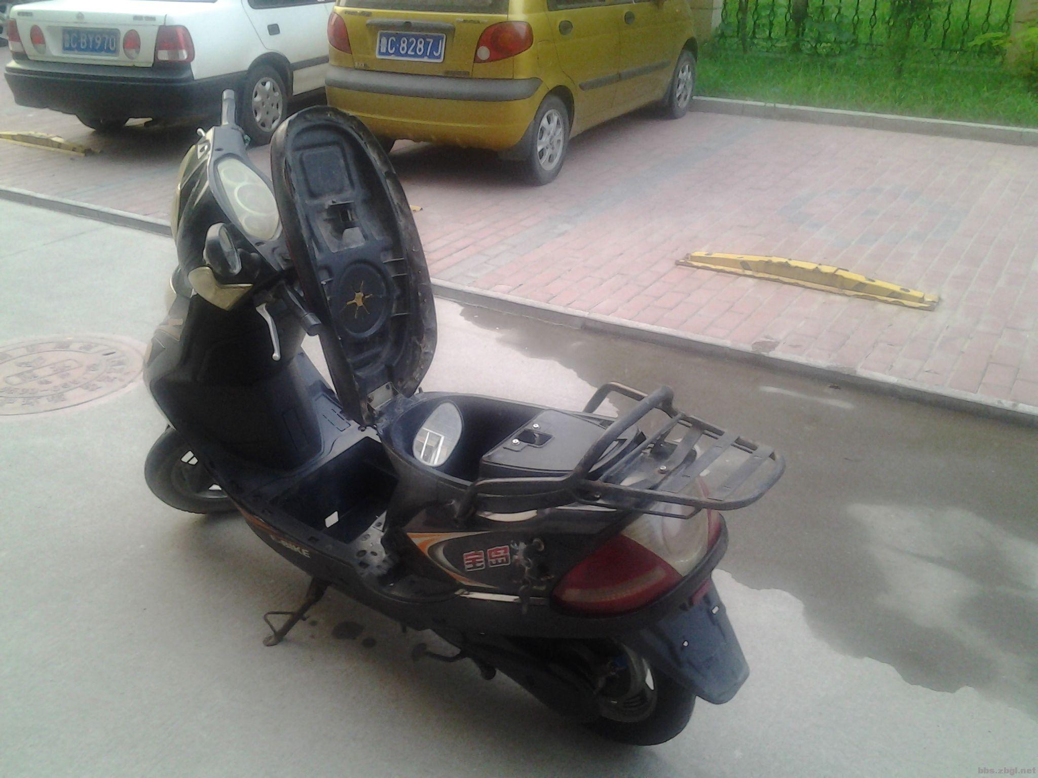 宝岛踏板电动车高清图片