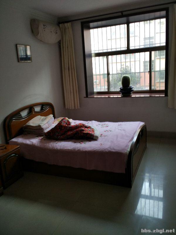 T大三室 普通装修 阔绰客厅 身份象征 价格堪比毛坯房