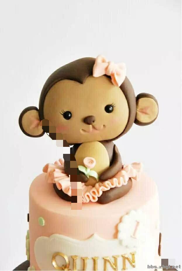 翻糖蛋糕(Fondant Cakes)源自于英国的艺术蛋糕,现在是美国人极喜爱的蛋糕装饰手法!延展性极佳的翻糖(Fondant)可以塑造出各式各样的造型,并将精细特色完美的展现出来,造型的艺术性无可比拟,充分体现了个性与艺术的完美结合,因此成为了当今蛋糕装饰的主流!翻糖蛋糕凭借其豪华精美以及别具一格的时尚元素,除了被用于婚宴,还被广泛使用于纪念日、生日、庆典,甚至是朋友之间的礼品互赠!