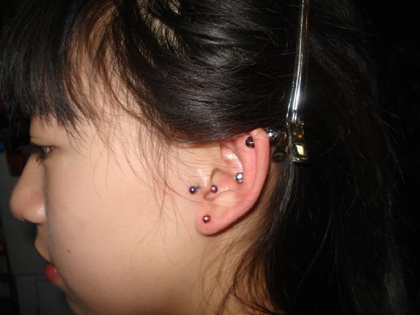耳眼扩耳美女穿耳扩耳图片耳穿孔扩耳图片