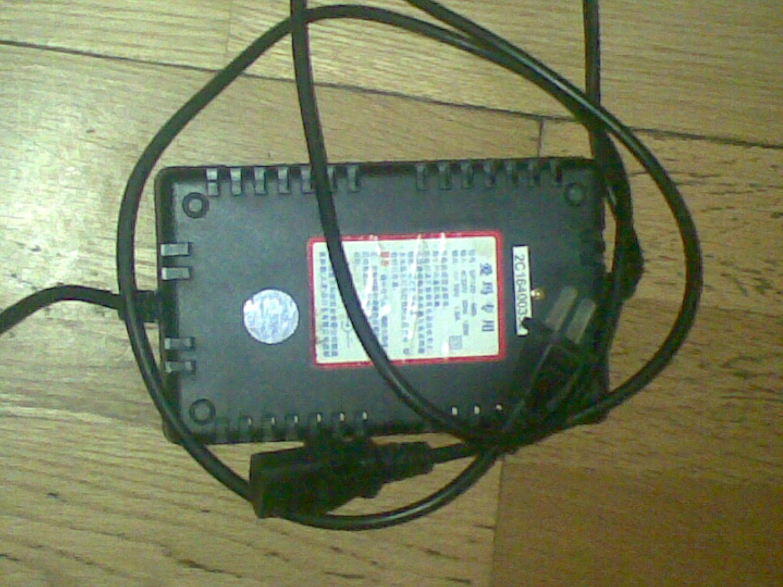闲置爱玛电动车48v充电器一个