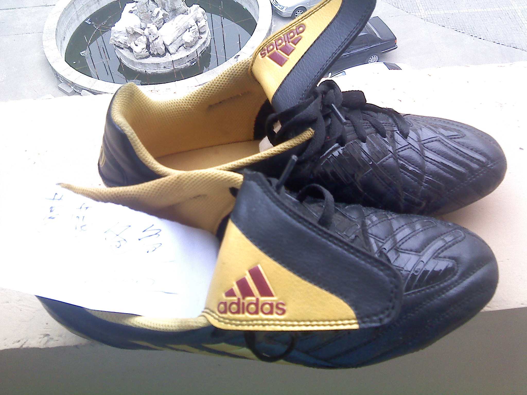 阿迪达斯足球鞋 42码,九新 168面交